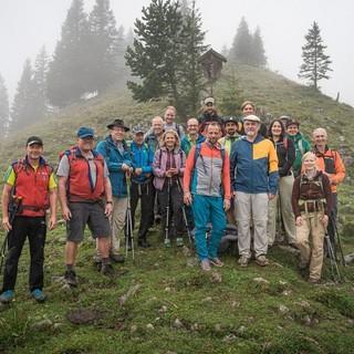 Gruppenfoto: in der Mitte Thorsten Glauber, rechts davon DAV-Vize Roland Stierle. Foto: DAV/Klaus Listl