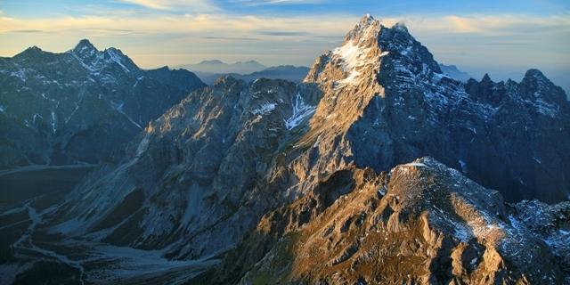 Südspitze und Flanke ins Wimbachtal. Luftbild: Jörg Bodenbender
