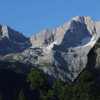 Im Umfeld des Großen Ahornbodens gibt es großartige und  so gut wie schneefreie Tourenmöglichkeiten. Foto: M. Pröttel