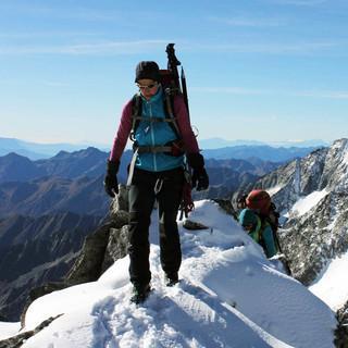 An hochgelegenen Graten wie hier am Großen Löffler muss man derzeit mit Schnee rechnen. Foto M. Pröttel