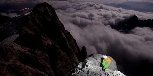 Eine Perle der Dolomiten: Sie ist nicht nur breit – sie ist 800 Meter hoch. Die Marmolada-Südwand bietet Dutzende Toptouren. Foto: Ralf Gantzhorn