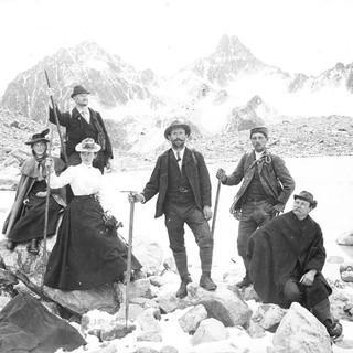 Auf der Hochebene. Mitglieder der Sektion Tübingen bei einem Ausflug in die Alpen, Aufnahme Eugen Albrecht, um 1900. Copyright: Archiv DAV