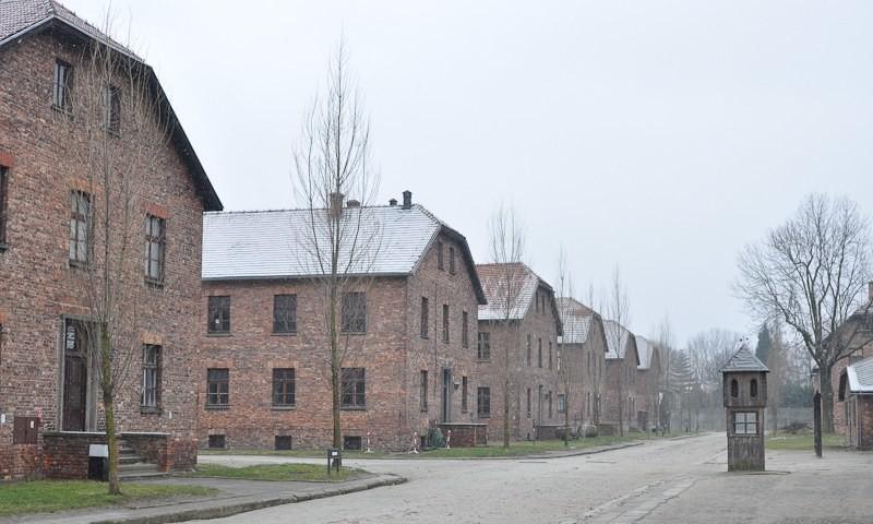 Museum Auschwitz: Hof zwischen den Blocks; (c) Jonas Freihart