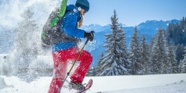 Wer beim Schneeschuhwandern einige Dinge beachtet, kann eine tolle Zeit in den winterlichen Bergen haben. Foto: DAV/Silvan Metz