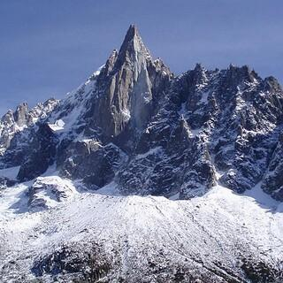 Die Aiguille du Dru, Foto: Duncan McGoldrick, CC BY-SA 2.0 https://creativecommons.org/licenses/by-sa/2.0, via Wikimedia Commons