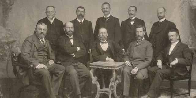 Das erste Foto des DuOeAV-Vereinsvorstandes, um 1900, Aufnahme Bernhard Carl Dittmar. Copyright Archiv DAV