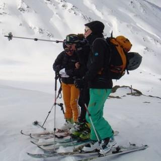 Skitourengruppe beim Aufstieg. Foto: Sarah Kästner