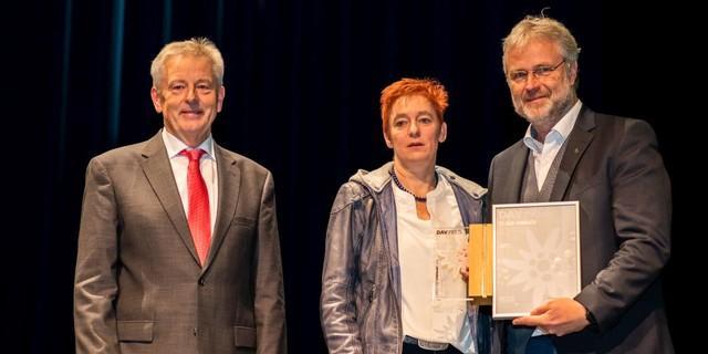 DAV-Präsident Josef Klenner, DAV-Vizepräsidentin Melanie Grimm und Preisträger Klaus Umbach Foto: DAV/Nils Nöll