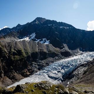 Gletscher, wie der Gepatschferner verlieren bis zu 90 Meter Länge pro Jahr durch die Erderwärmung. Foto: DAV/Archiv