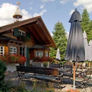 In mehreren Wanderhütten kann man die Spezialitäten der Baiersbronner Sterneköche genießen. Foto: Joachim Chwaszcza
