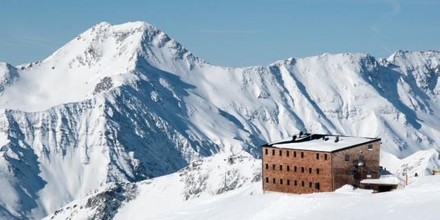 Hannoverhaus im Schnee, Foto: Tobias Hipp