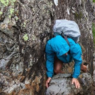 Feuchtfröhliches Steigen - Das Gelände im Sourmilk Gill ist nicht wirklich schwierig, aber durch die Nässe rutschig und verlangt ständige Aufmerksamkeit, wenn man nicht baden gehen will.