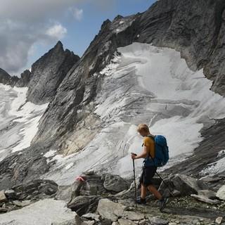 Das in einzelne Eisfelder zerfallene Keeskarkees beim Abstieg von der Gamsscharte zur Richterhütte. Foto: Stefan Herbke