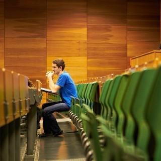 Noch ist der Hörsaal (fast) leer
