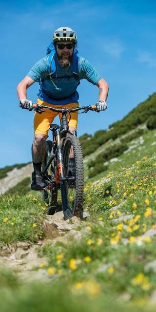 Schmal bedeutet nicht gleich ungeeignet. Ob ein Weg fürs Mountainbiken geeignet ist, hängt von mehreren Faktoren ab. Foto: DAV/Christian Pfanzelt