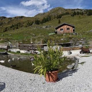 An der Bürglhütte ist gut rasten; eine lange Etappe ist geschafft, die längste kommt noch. Foto: Andi Dick