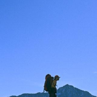 Passo di Gole Larghe - 2. Etappe: Am Abstieg vom Passo di Gole Larghe zum Rifugio Garibaldi zeigt sich der Adamello zum ersten mal mit seiner imposanten Nordwand, stolz und unnahbar wie eh und je.