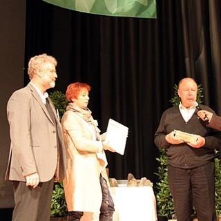 """Hans Hofmann (2.v.r.) erhält auf der DAV Hauptversammlung in Hamburg den DAV Preis in der Kategorie """"Ehrenamt""""."""