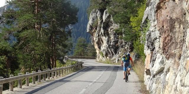 Tag 13: Los geht's mit einer Teerstraßen-Auffahrt zum Col St. Martin auf 1500 Metern.