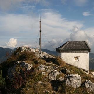 Die Kapelle am Spitzstein ist bereits schneefrei zu erreichen. Foto M.Pröttel