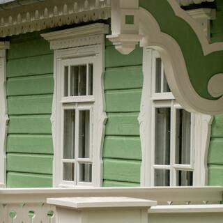 Das historische Herrenhaus in Bialowieza ist heute Bildungszentrum des Nationalparks. Foto: Nadine Ormo