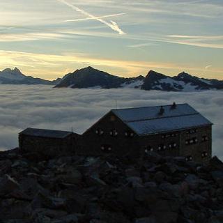Neue Prager Hütte Sonnenaufgang - Neue Prager Hütte; Photo: Claudia Studer