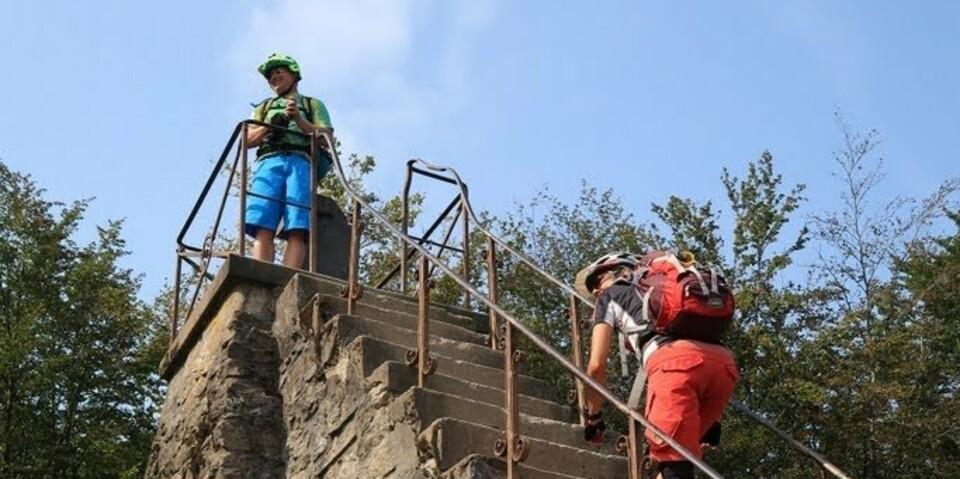 Butte Baitia, Höchste Stelle Belgiens am Signal de Botranges (Hohes Venn). Durch die Stufen werden die 700 Meter übertroffen. Foto: Traian Grigorian