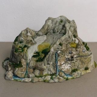 Bernhard Stöger: Berg 2000, Modelliermasse und Kleinplastik, August 2000