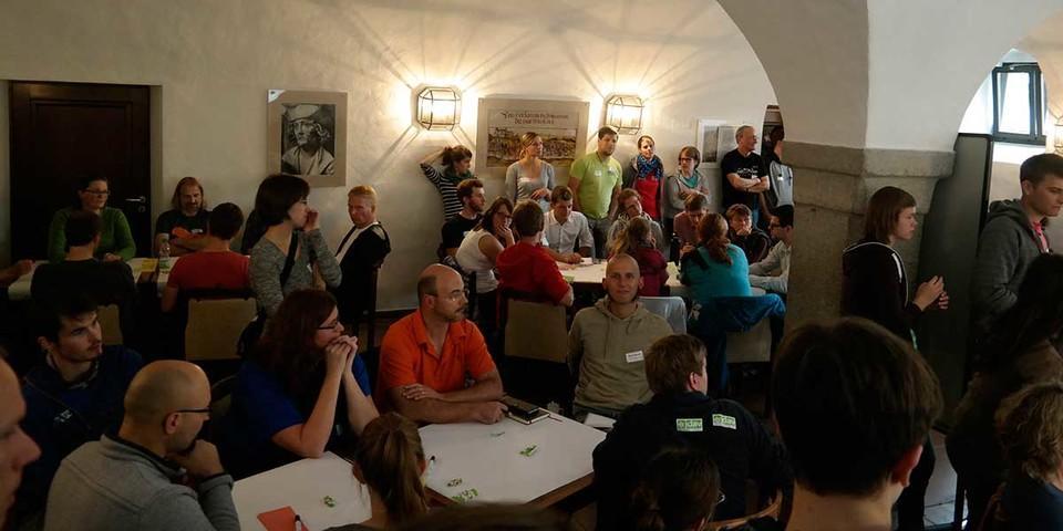 Im World Café standen aktuelle Themen zur Diskussion, Foto: JDAV/ Arne Hamann