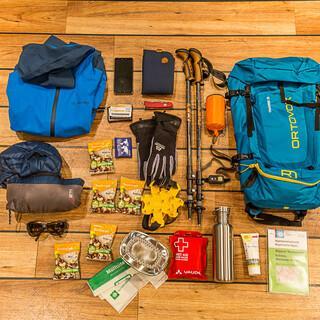 Die Grundausstattung für Wanderungen im Frühjahr, Foto: DAV/Franz Güntner