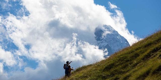 Auf dem Höhenweg von Höhbalmen hat man das Matterhorn fest im Blick....wenn es sich nicht gerade in  den Wolken versteckt. Foto: Iris Kürschner/powerpress