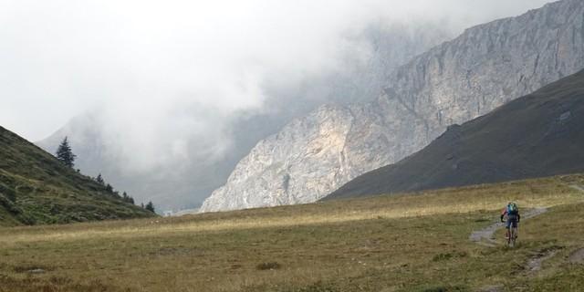 Tag 10: Von blauem Himmel zu Nebelwänden – das Bergwetter ändert sich rasant im Vallone di Soustra.