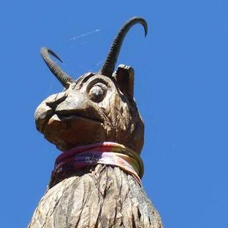 """Der """"Dahu"""" ist ein Vetter des bayerischen """"Wolpertingers"""" und Wappentier des Rifugio Rifugio Dahu de Sabarnui in San Bernolfo.  Foto: Georg Hohenester"""