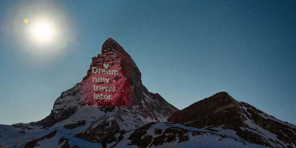 Dream now - travel later, Beleuchtung am 8. April, Light Art: Gerry Hofstetter/Foto: Gabriel Perren