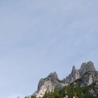 Aufstieg Val Monfalcon©Georg Hohenester - Breite Schuttströme und lockere Geröllfelder sind bei der Rundwanderung im Naturpark Dolomiti Friulane täglich zu überwinden – hier der Aufstieg ins Val Monfalcon di Forni (Variantenmöglichkeit zur Rundtour).     Foto: Georg Hohenester