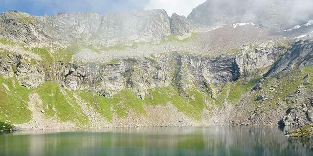 Immer wieder beruhigen Seen das Auge: Stauseen oder natürliche wie der Lago Nero. Foto: Folkert Lenz