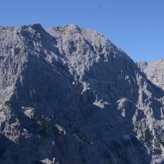 Hoch überm Tale: Am Schützensteig überm Reintal, drüben die Hochwanner-Nordwand