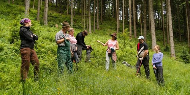Aktion Schutzwald - Austausch und Lernen gehört genauso dazu wie arbeiten und schwitzen, Foto: DAV/Arvid Uhlig