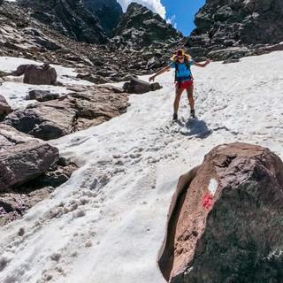 Selbst im Juli findet man noch Schneefelder. Der Abstieg nach Haut Asco ist dadurch umso spaßiger.