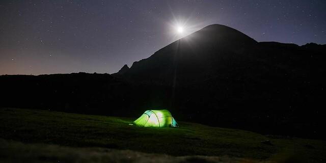 Gute Nacht: Außerhalb des Nationalparks ist rücksichtsvolles Zelten erlaubt. Foto: Stefan Neuhauser