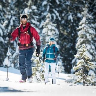Einfach mal Zeit schenken – bei einer Skitour im Pulverschnee zum Beispiel. Foto: DAV/Daniel Hug