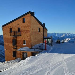 Neues Hannoverhaus - Das Neue Hannoverhaus liegt auf 2566 Metern und ist per Ski erreichbar.