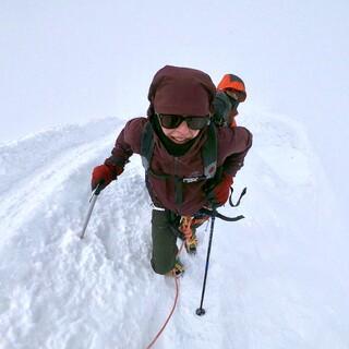 Britta auf dem Weg zum Gipfel, Foto: Eukeni Soto
