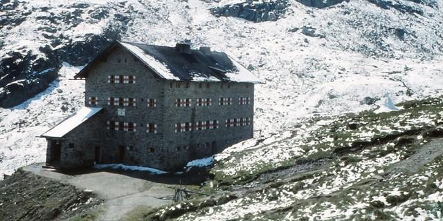 Kontinuitäten? Aus der Hermann Göring Hütte (Baubeginn 1940) wird 1957 die Martin Busch Hütte. Archiv des DAV, München