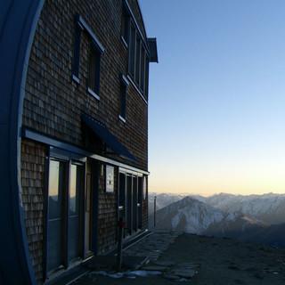 Stimmungsvolle Aussicht vor der Hütte, Foto: DAV Sektion Oberland