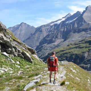Tenn, Wiesbachhorn und Klockerin - Abstieg zum Mooserboden-Stausee mit Blick auf Tenn, Wiesbachhorn und Klockerin
