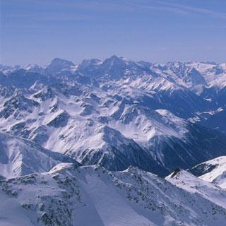Aufstieg zur Weißkugel - Das ist die Höhe: Am Matscher Ferner zur Weißkugel, hinten links die Ortlergruppe