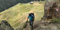 Beim Abstieg zur Oberetteshütte ist der Weg kurzzeitig steil und erfordert Trittsicherheit. Foto: Stefan Herbke