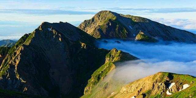 Auch am Gipfel des Shirouma schweben Bergsteiger über den Wolken. Foto: Norbert Eisele-Hein