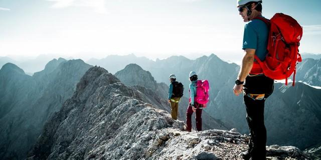 Beim Bergsteigen stehen auch ausgesetzte Passagen auf dem Programm. Foto: DAV/Hans Herbig